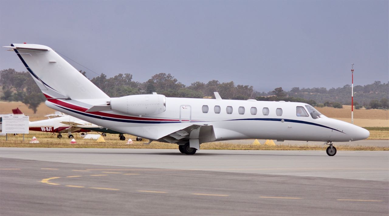 Dick smith adventure  vh mif  cessna citation cj3 taxiing at wagga wagga airport