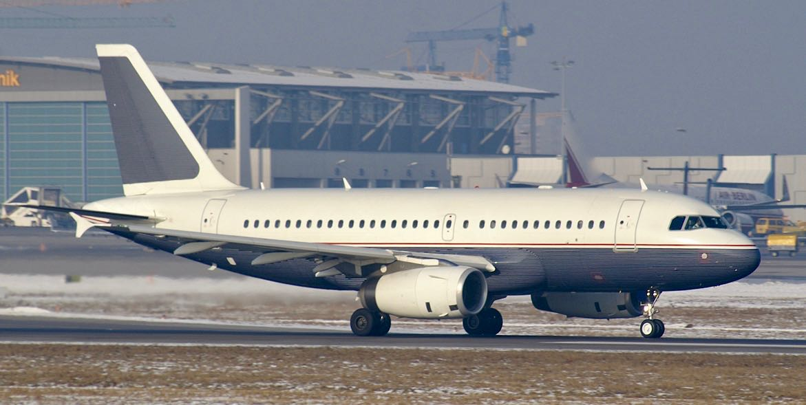 Daimlerchrysler aviation airbus a319 d adna str