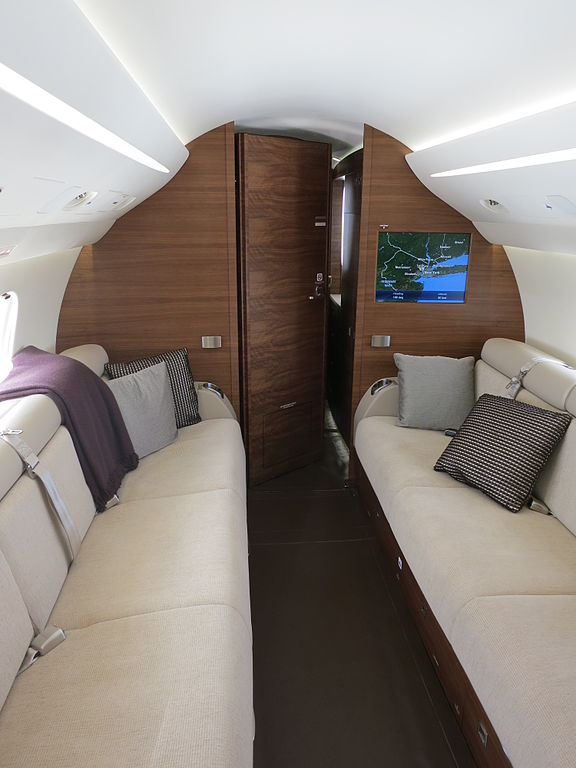 576px interior of dassault falcon 7x aft cabin and bedroom