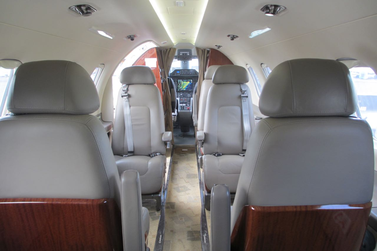 Embraer emb 505 phenom 300 cabin forward view