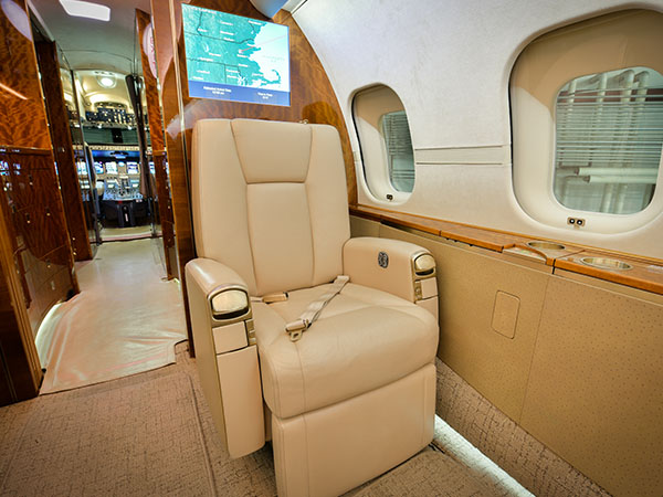 Bed based charter jet global 5000 0003 seat