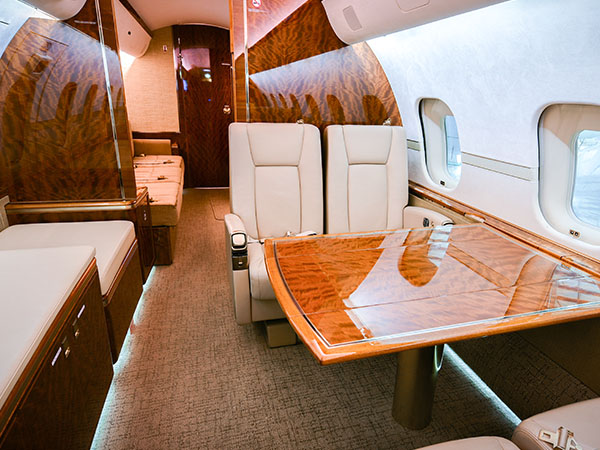 Bed based charter jet global 5000 0005 table