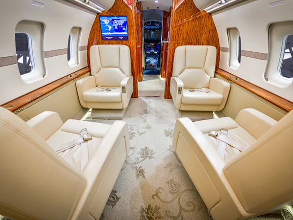 Bed based challenger 605 charter jet 0002 edited front club